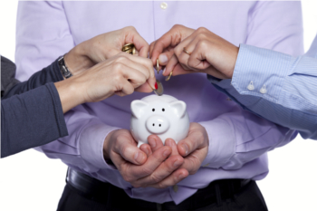Money_in_the_piggy_bank